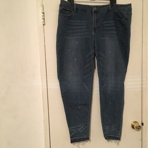 Dollhouse skinny jeans distressed bottom size 20
